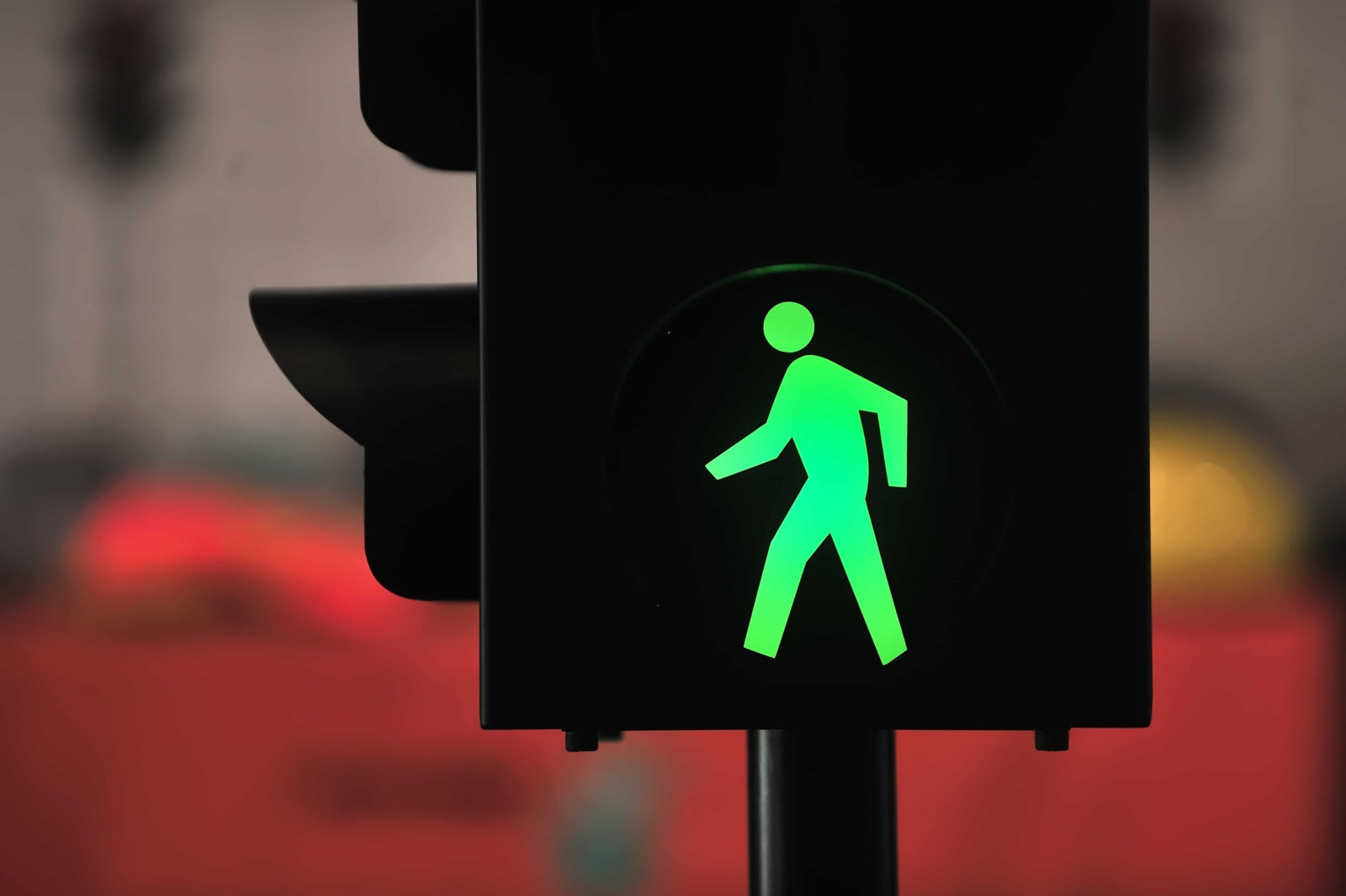 Male Pedestrian Injured in Crash on R Street and 18th Street [Merced, CA]