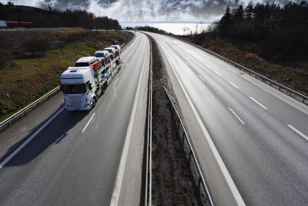 Minivan Driver Dies, FedEx Semi-Truck Involved in 35th Avenue Crash [Phoenix, AZ]