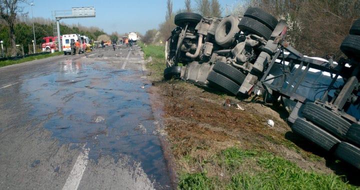 Multi-Car Crash on Interstate 5 Kills 2 and Injures 4 [Bakersfield, CA]