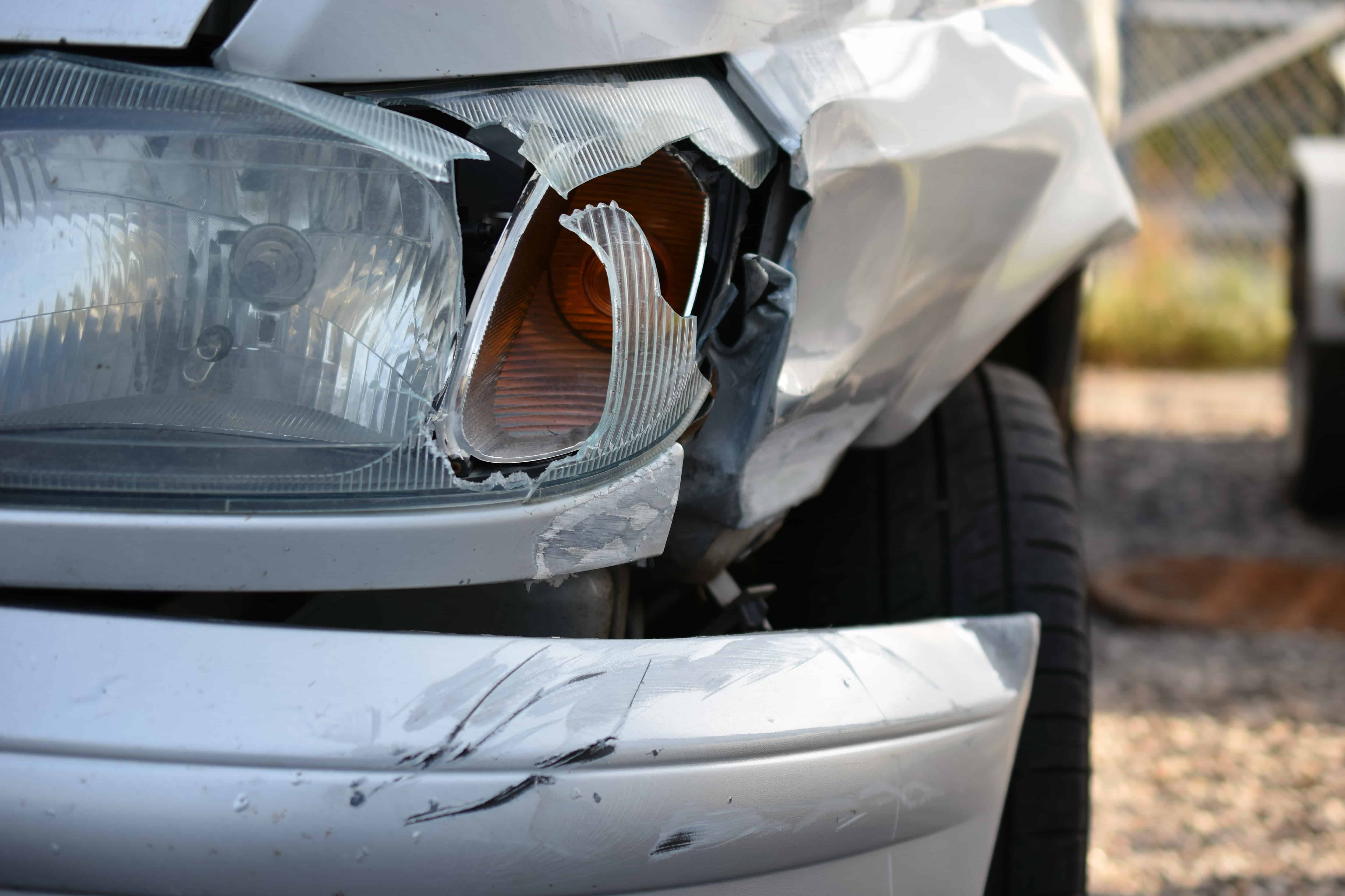 2 People Injured in Two-Vehicle Crash on 1st Avenue and River Road [Tucson, AZ]
