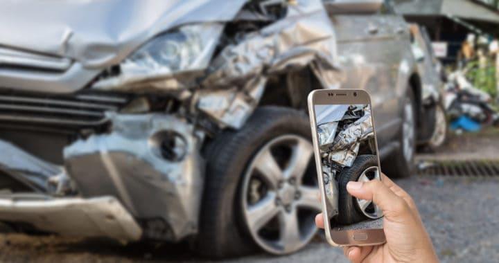 2 Injured in 3-Vehicle Crash on 160th Street West [Lancaster, CA]